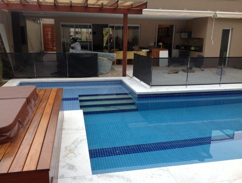 Fechamento em tela para piscinas alfa corrim o e vidros for Tela impermeable para piscinas