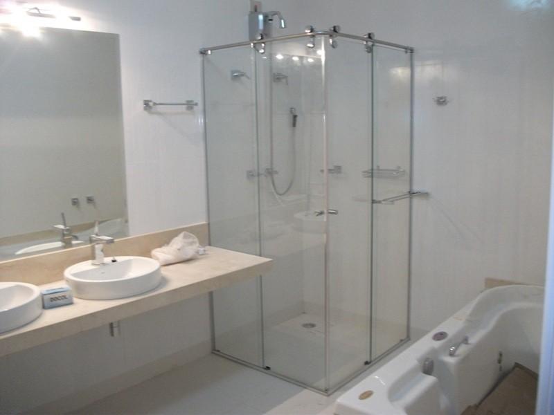 Box de Vidro Temperado  Alfa Corrimão e Vidros # Banheiro Pequeno Quanto Custa