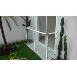 corrimões de alumínio branco com vidro na Cidade Jardim