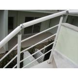 corrimões de alumínio para escadas externas no Aeroporto